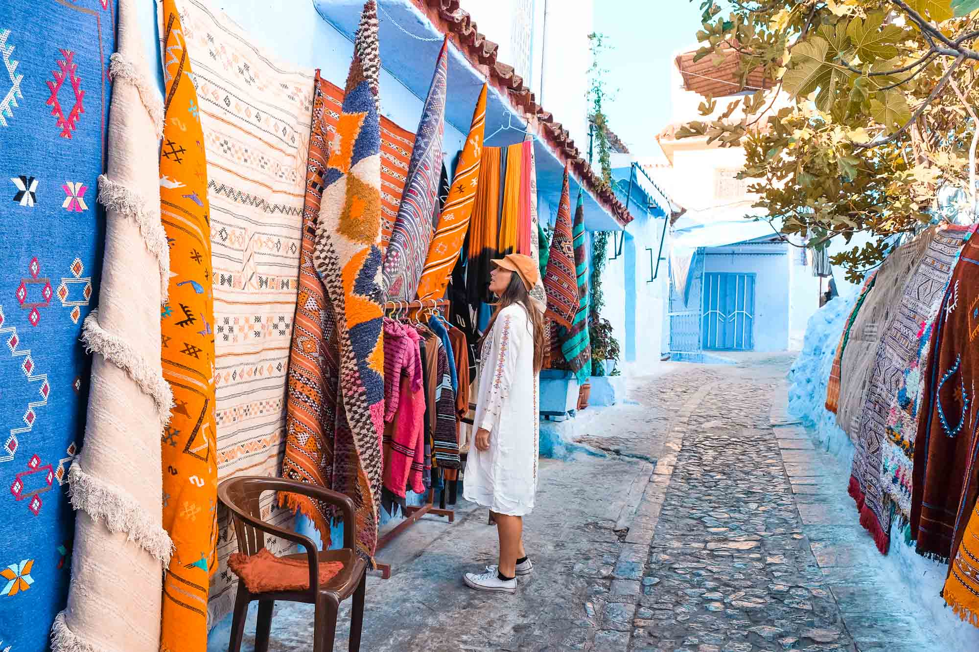 Rugs_Girl_Chefchaouen_Morocco